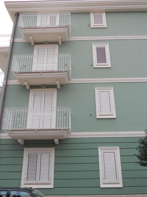 Eshop cornici riquadrature in cemento grigio da cm 16 - Decori per finestre esterne ...