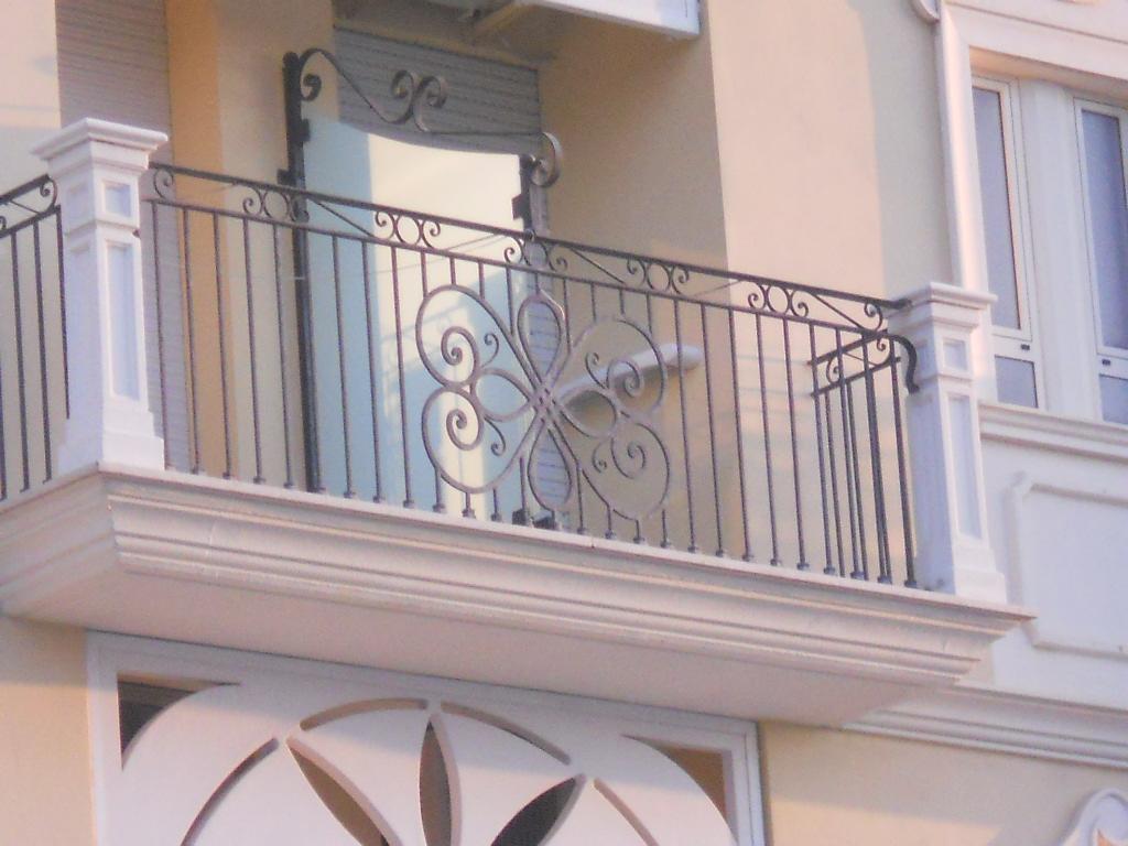 Eshop colonna in cemento grigio h cm 108 per fissaggio - Ringhiere per giardino ...